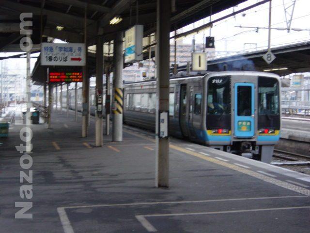 出発前の特急「宇和海」 松山駅