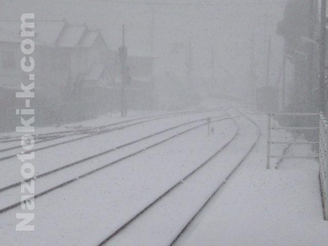 雪の八幡浜駅